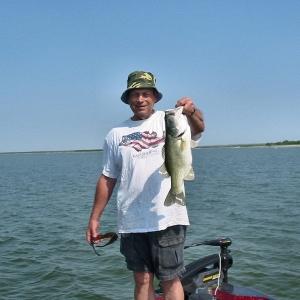 Bass fishing guide and professional angler on choke canyon for Medina lake fishing
